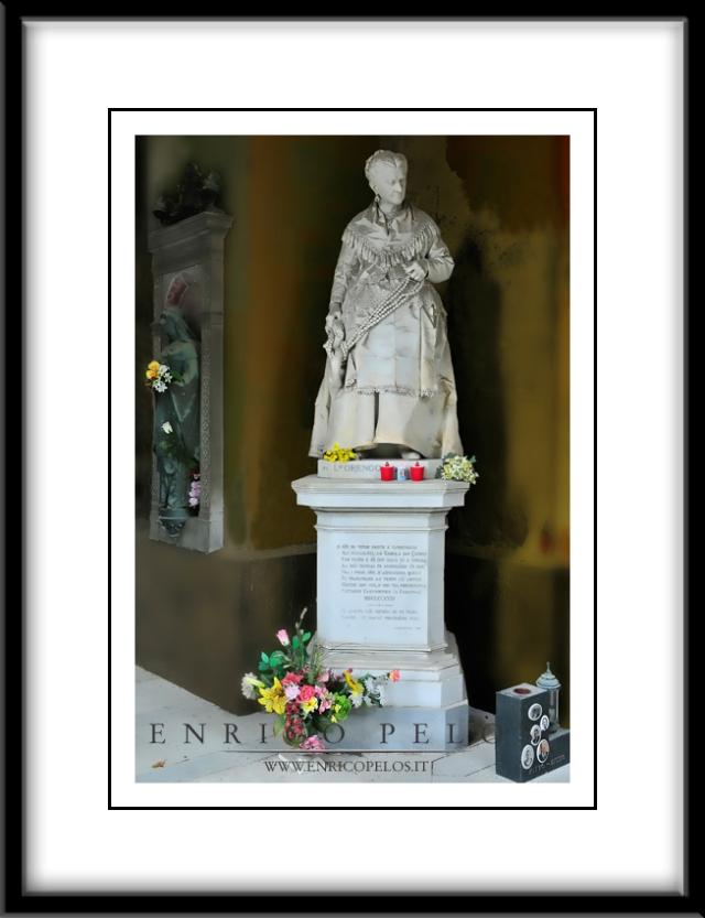 """La tomba di Caterina Campodonico, la """"Signora delle noccioline"""" - The tomb of Catherine Campodonico, the """"Lady of the nuts necklaces"""""""
