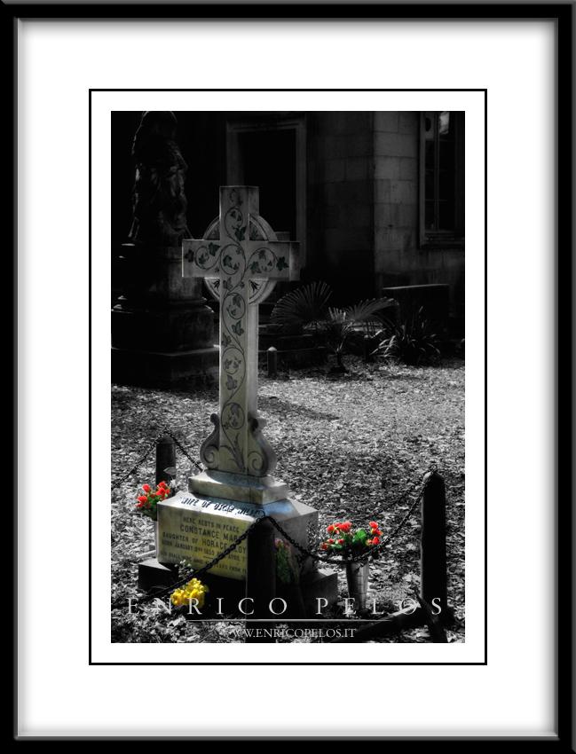 La tomba di Mary Constance Lloyd moglie di Oscar Wilde. - La tomba di Mary Constance Lloyd moglie di Oscar Wilde.