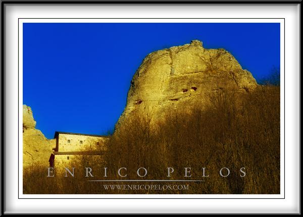 PASSEGGIATE A LEVANTE Vobbia il Castello della Pietra - the Castle of the Stone