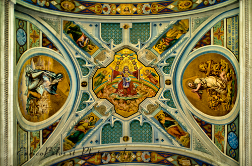 Chiesa di Lemeglio in stile romanico ligure, affresco del soffitto. Lungo la passeggiata/escursione che porta da Moneglia a Lemeglio e a Deiva. -Lemeglio church romanesque ligurian style ceiling fresco. Along the walk / hike that leads from Moneglia to Deiva