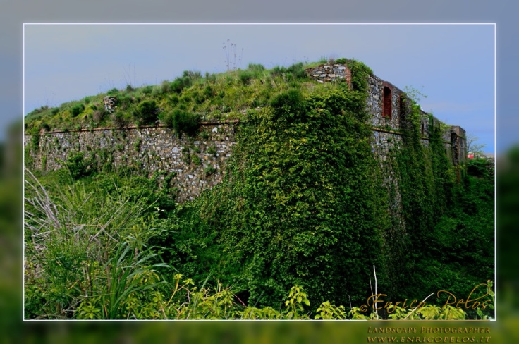Luoghi Abbandonati FORTI DI GENOVA - Abandoned Places GENOA FORTRESSES