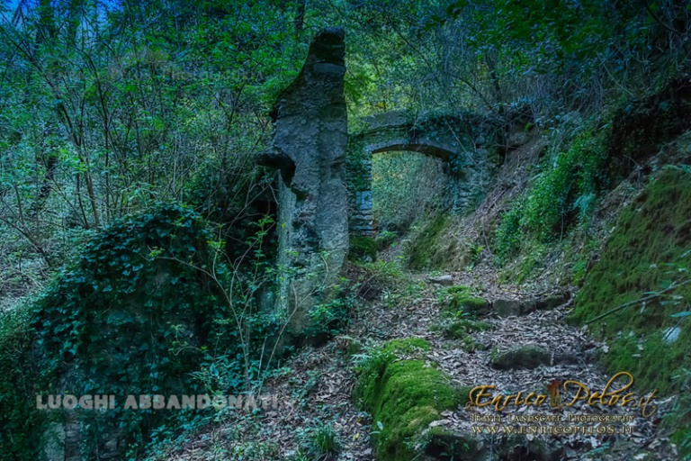 LUOGHI ABBANDONATI - ABANDONED PLACES http://www.luoghiabbandonati.it https://www.facebook.com/LuoghiAbbandonatiAbandonedPlacesByEnricoPelos http://www.enricopelos.it © Enrico Pelos | enricopelos.it write to the Enrico Pelos enricopelos@alice.it for the use of these photos scrivere a Enrico Pelos enricopelos@alice.it per l'uso di queste foto