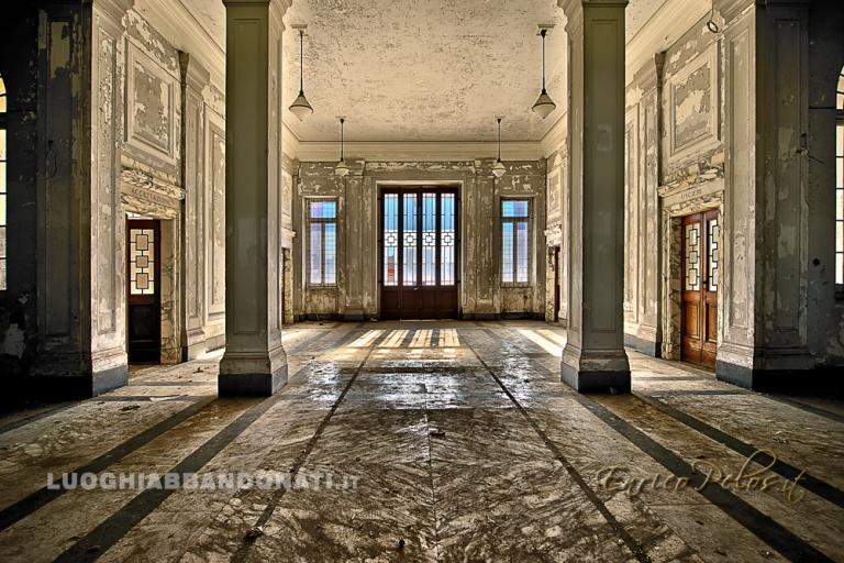 luoghi abbandonati struttura ricovero malattie mentali abbandonata atrium atrio 8068 - ph (c) enrico pelos.jpg