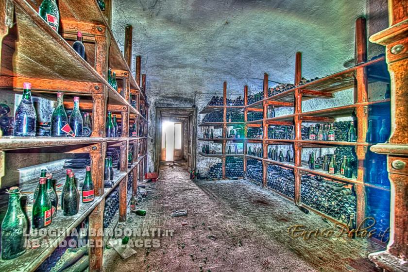 luoghi abbandonati abandoned places atmosfera enologica da vinaio 0569 - ph (c) enrico pelos.jpg